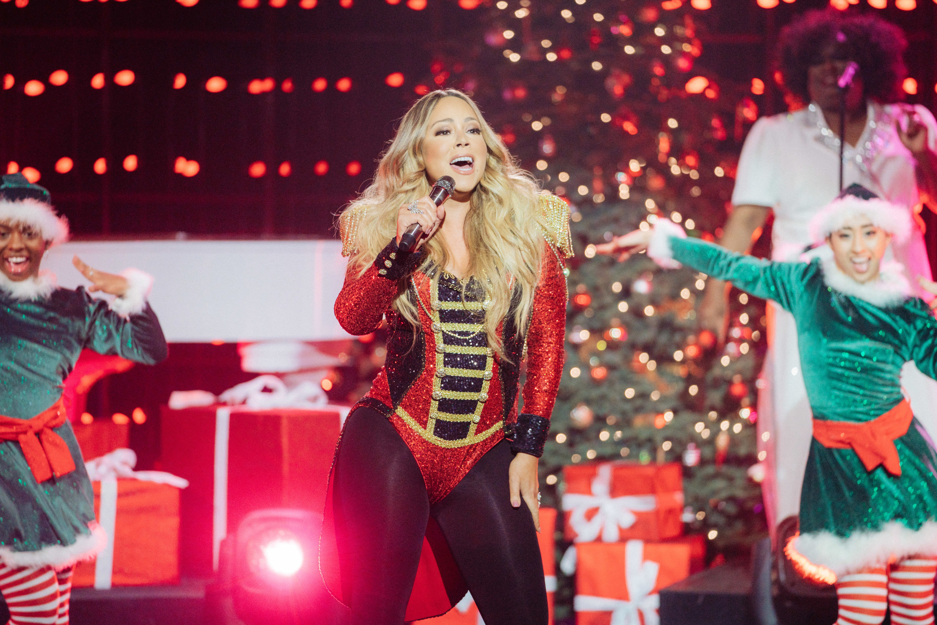 Mariah performing all i want for christmas