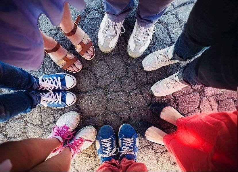 a bunch of feet in a circle