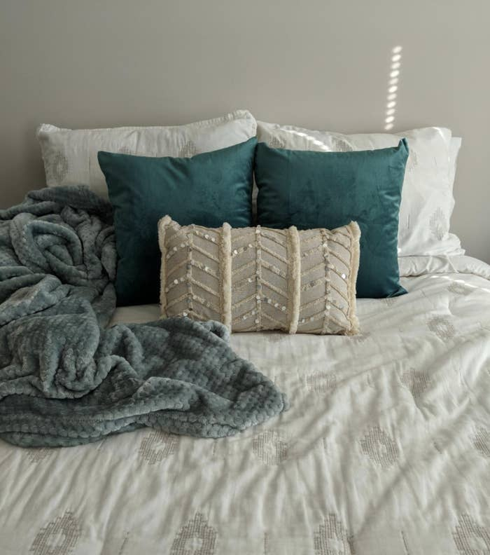 A reviewer's pillow shams in teal