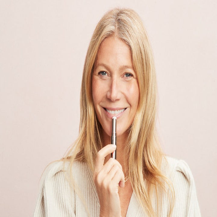 Gwenyth Paltrow using lip balm