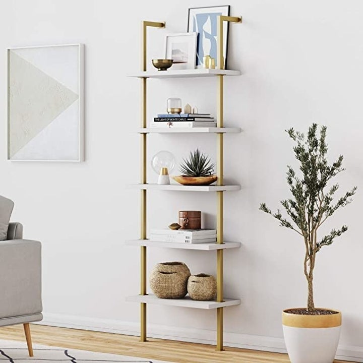 The bookshelf in gold and white