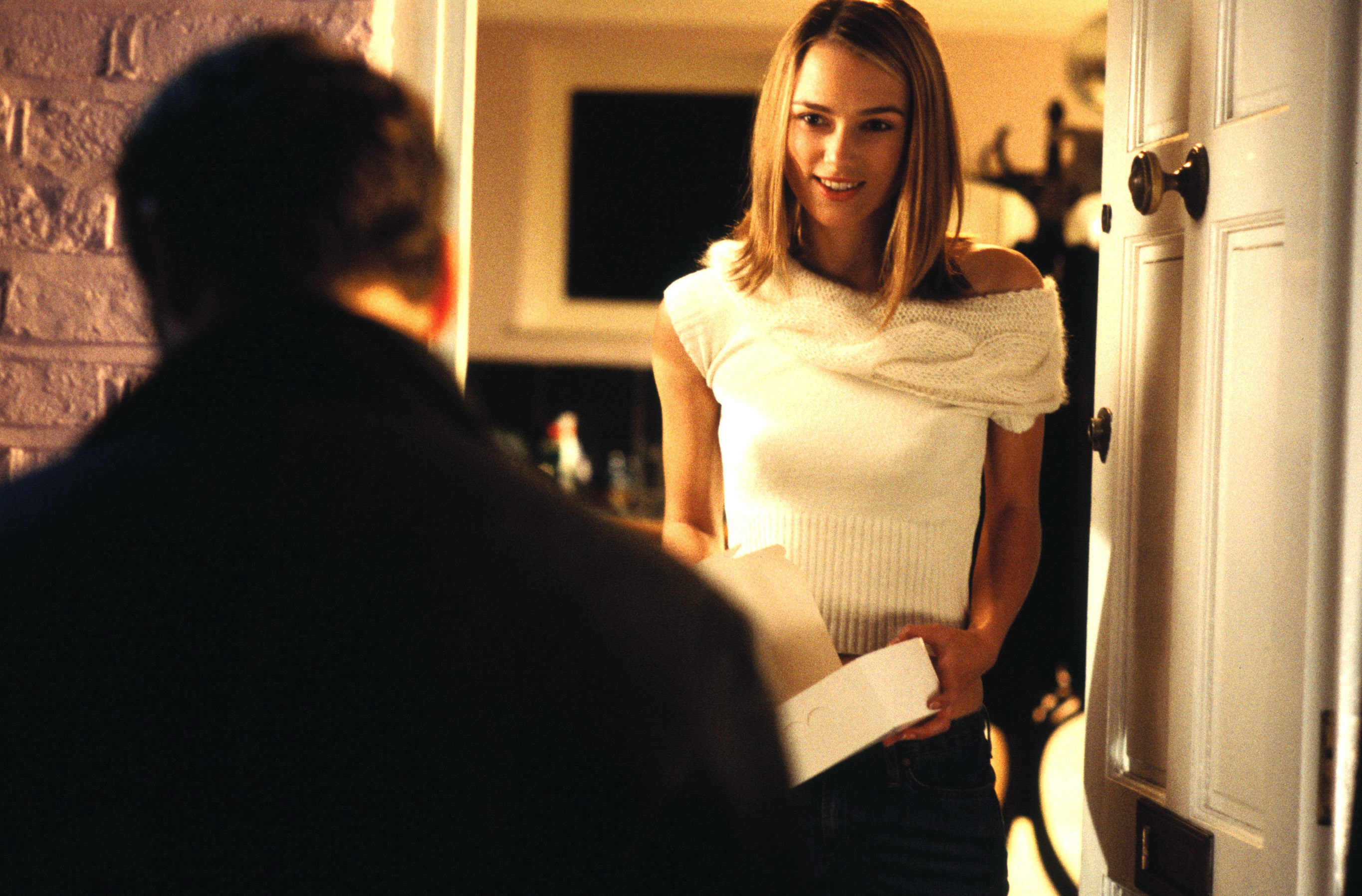 """Keira Knightley and Andrew Lincoln in """"Love Actually"""" during the iconic note card scene"""