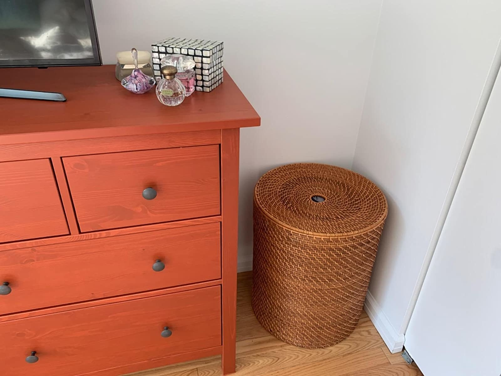 A reviewer's photo of the rattan hamper which has a lid