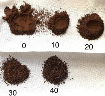 A reviewer's photo of beans ground to 0, 10, 20, 30, and 40 coarseness settings