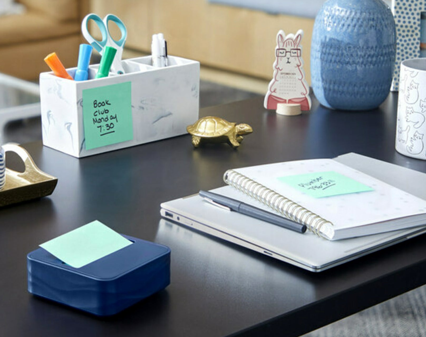 post it notes stuck onto objects on a desk
