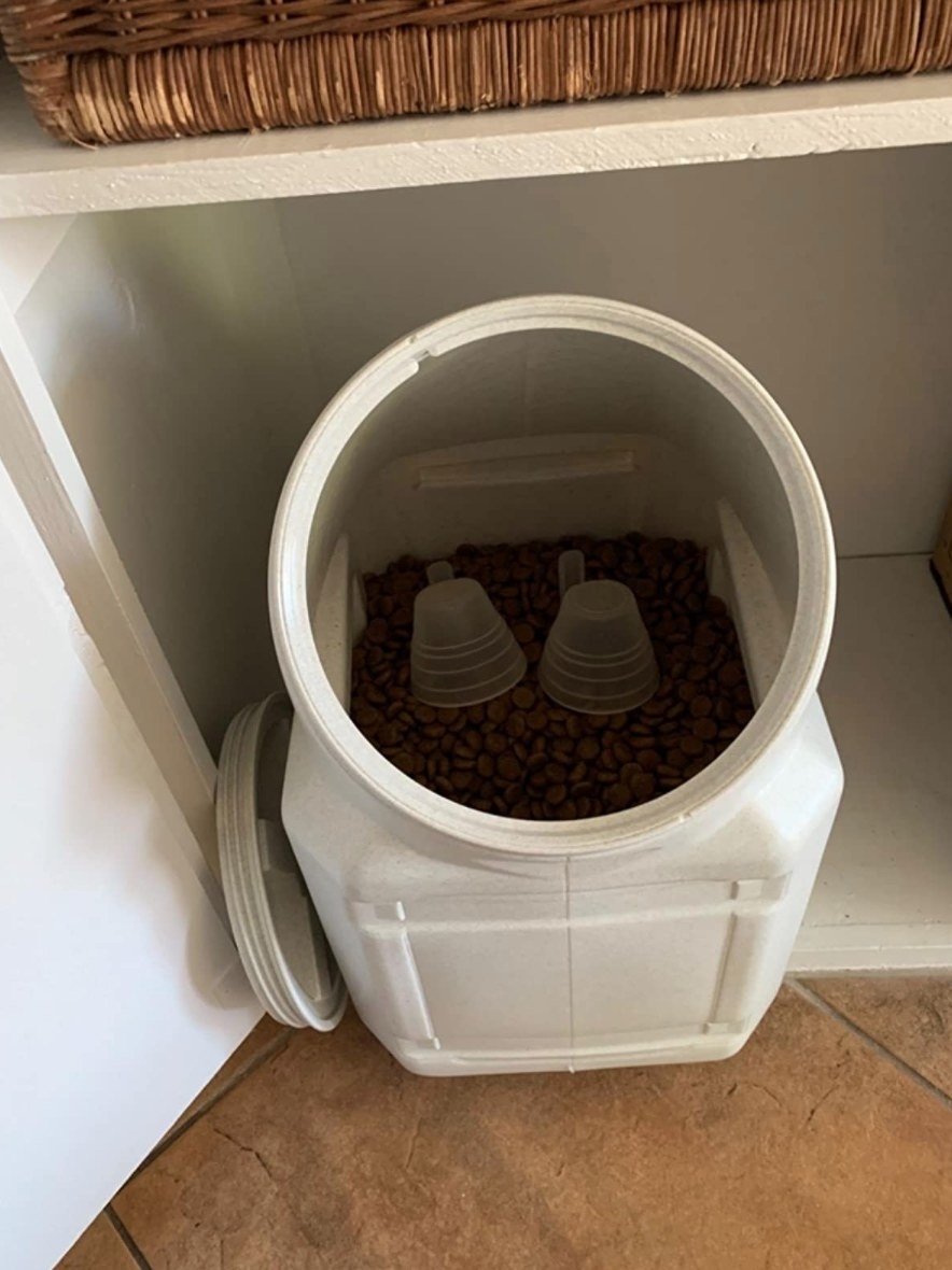The airtight pet food storage container