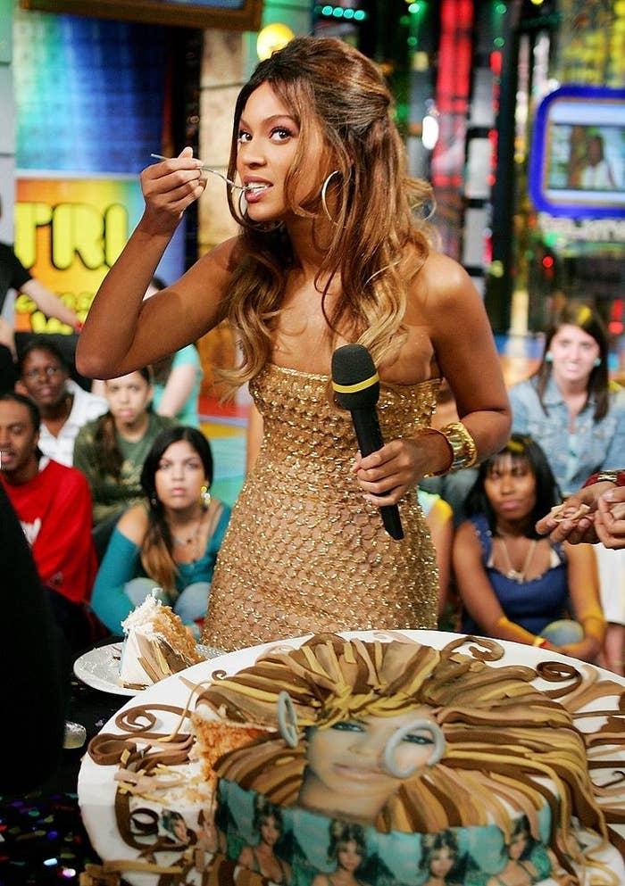 Beyoncé eating a birthday cake