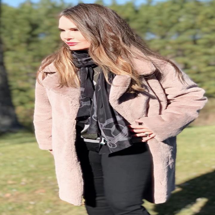 Reviewer wearing beige coat