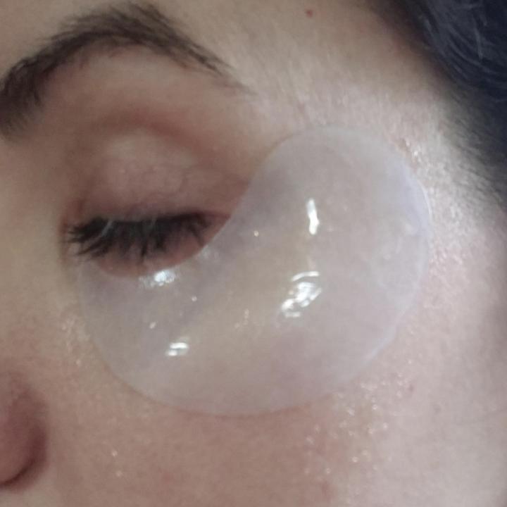 Person using under eye gels