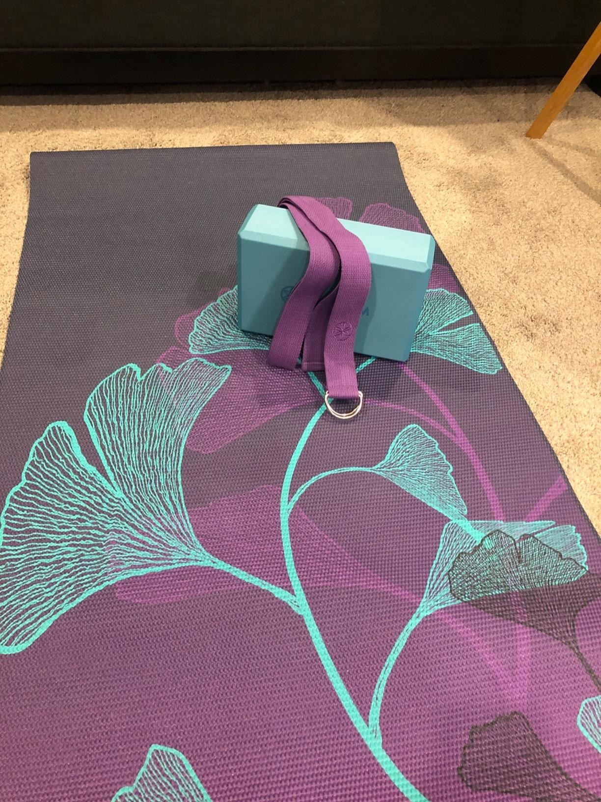 reviewer image of the gaiam beginner's yoga kit