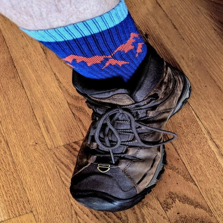 Reviewer wearing the cobalt blue and teal socks that have a mountain design at the top