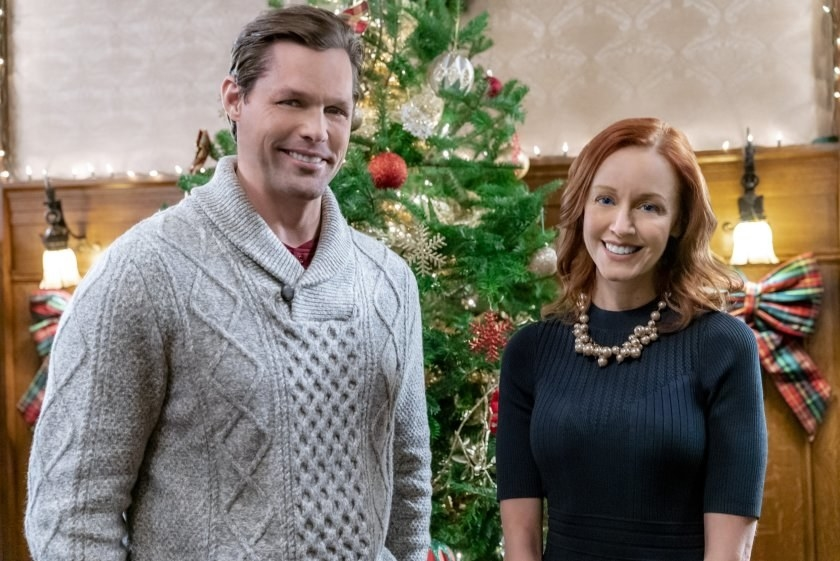 Justin and Lindy stand in front of a Christmas tree