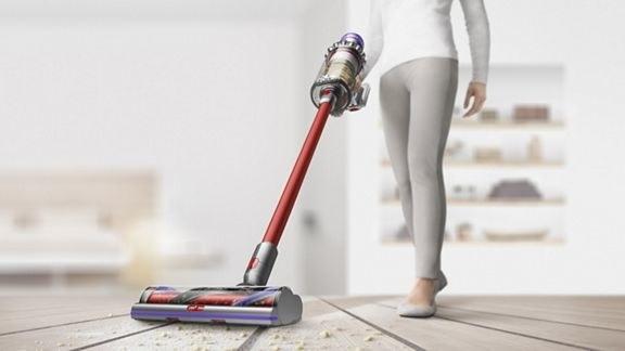 model uses stick handled vacuum