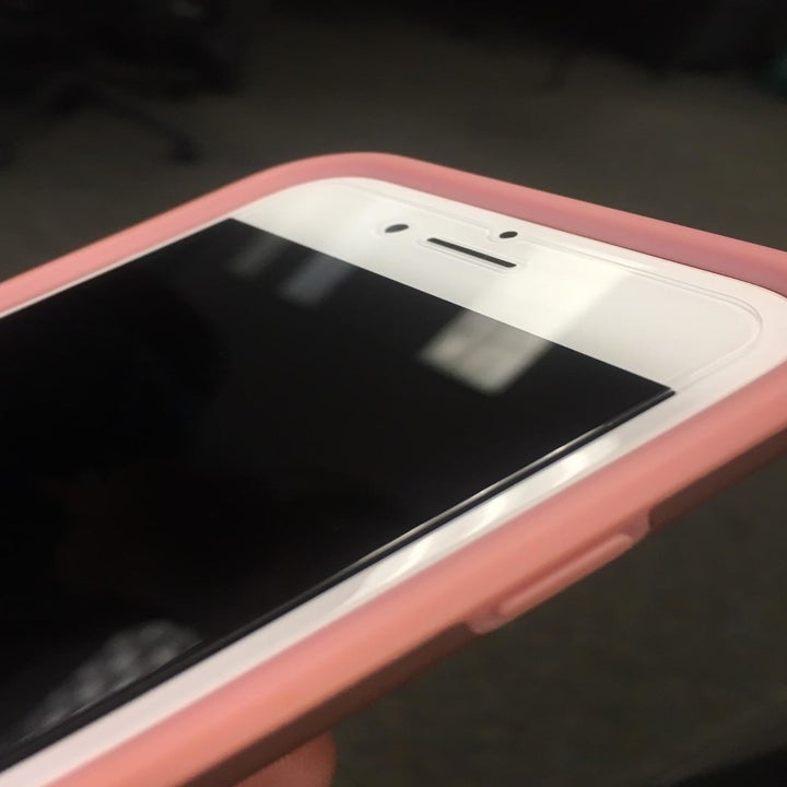 reviewer photo showing screen protector perfectly and seamlessly applied on reviewers phone