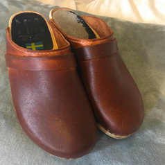 Water stained clogs