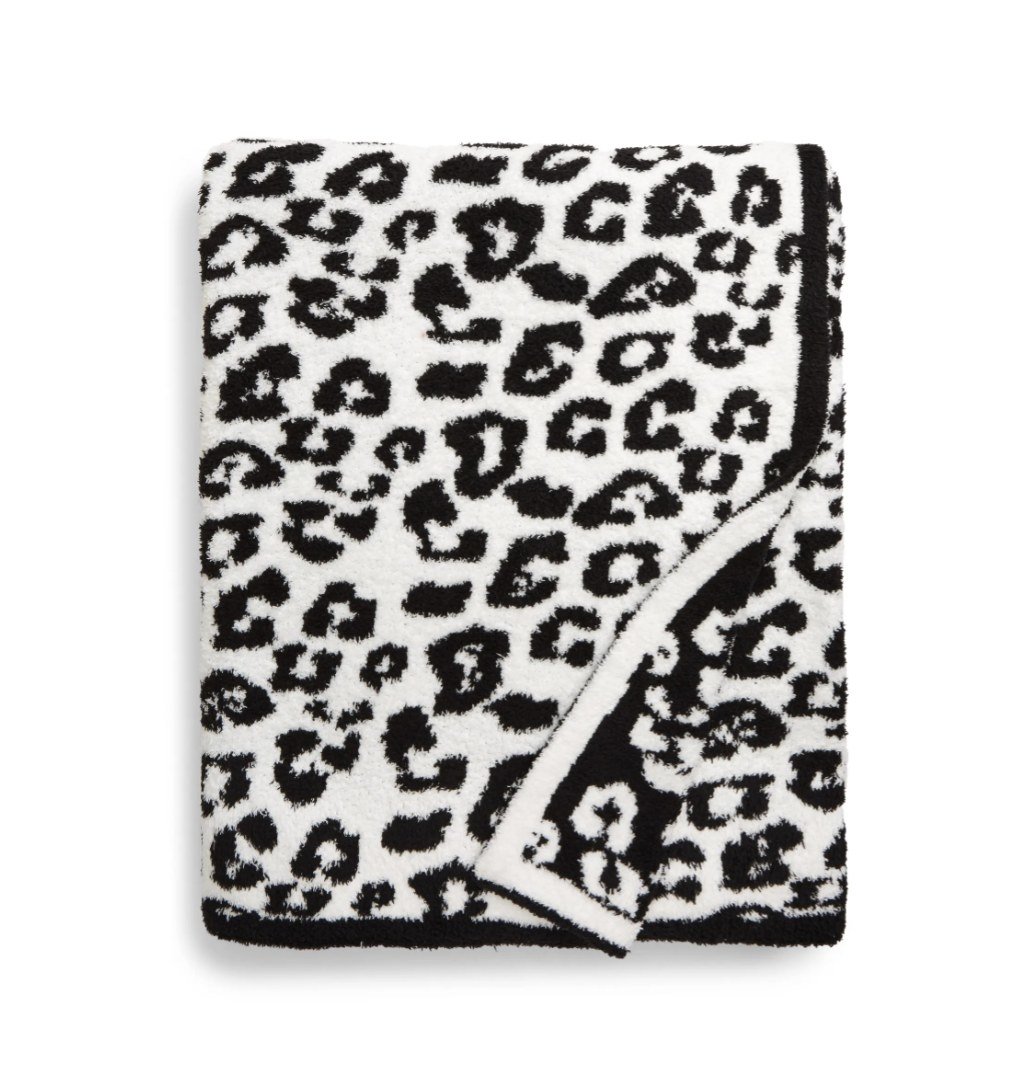 the blanket with a zebra pattern in black and white