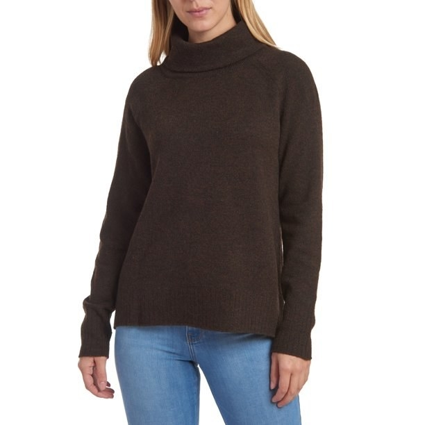 Model in brown raglan sleeve pullover sweater