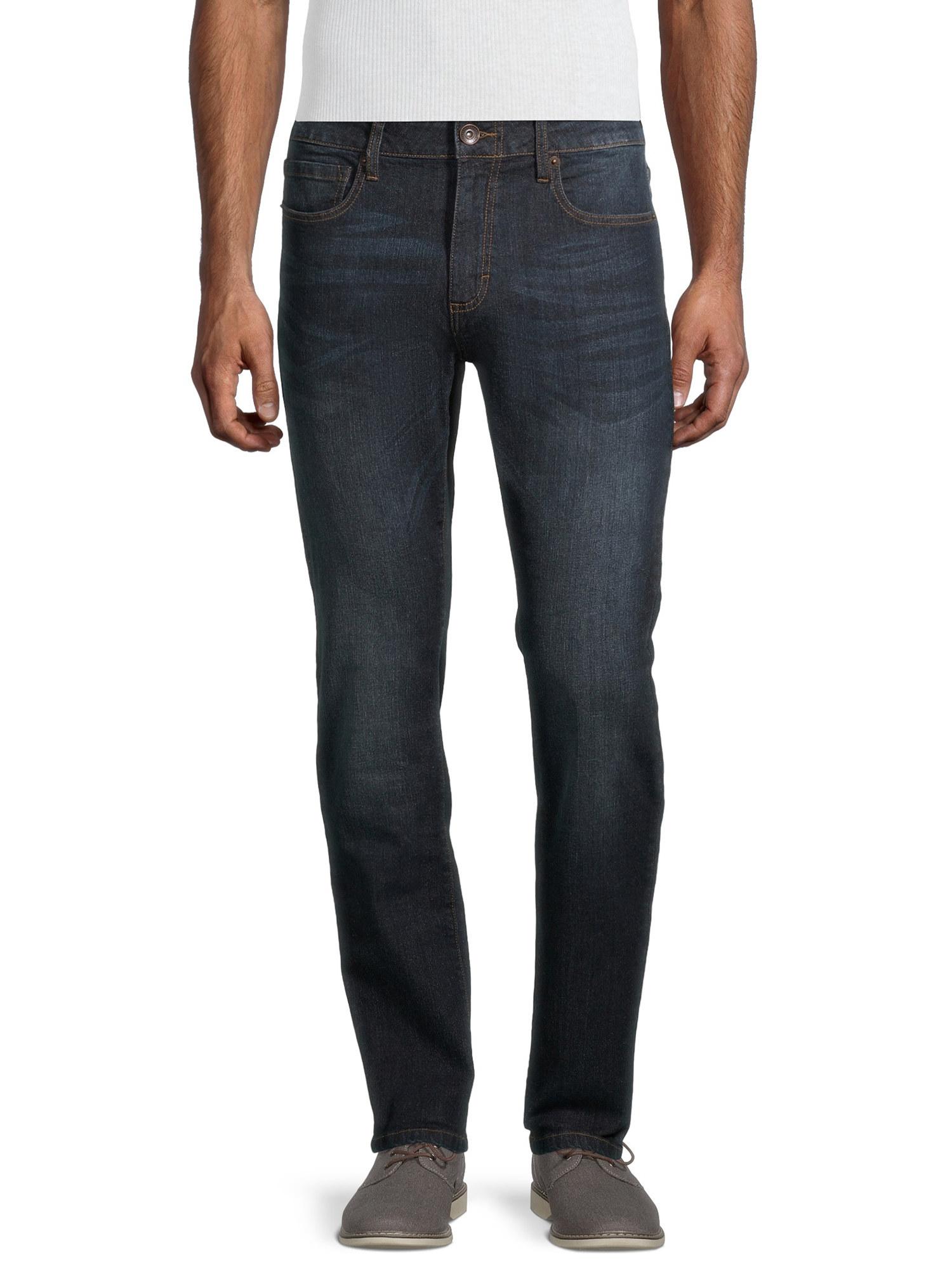 A model wearing the black skinny jeans