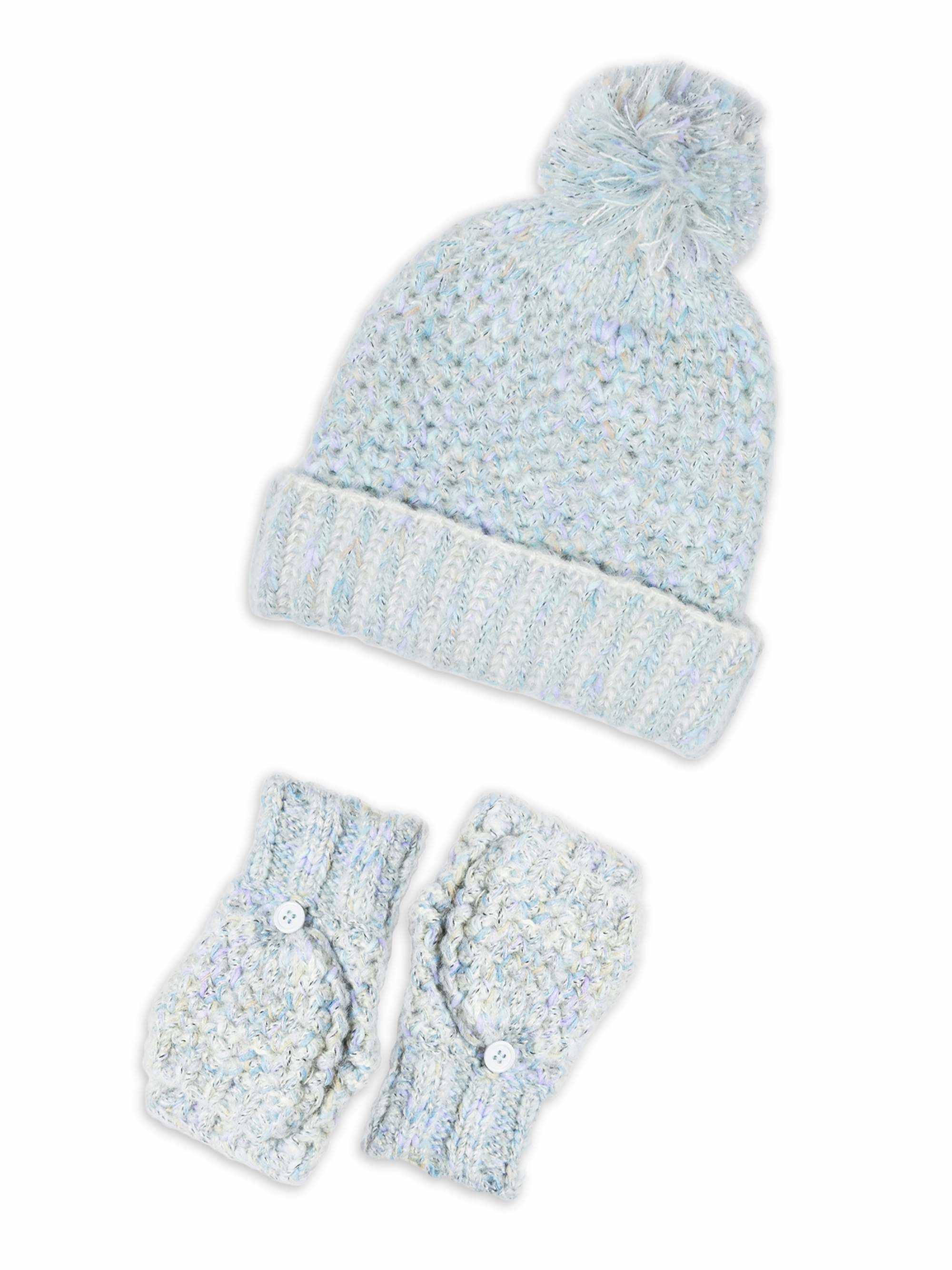 The light blue hat and gloves