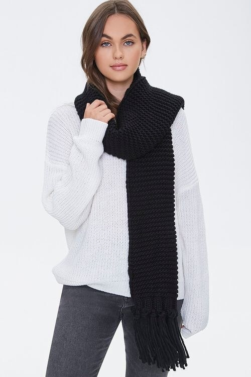 a model in the scarf in black