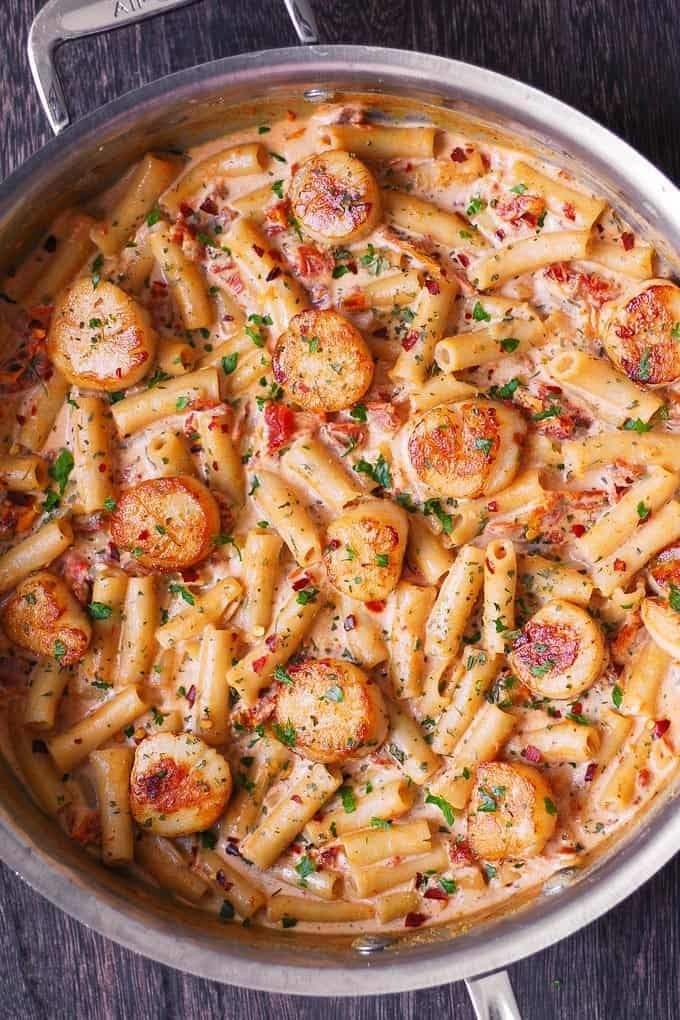 Creamy pasta with scallops.