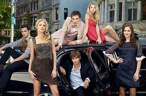 An image of the season 1 Gossip Girl cast sitting in, on, and around a limo.