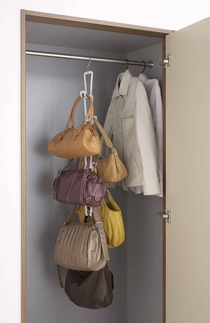 Chain-link bag holder in white attached to closet rod