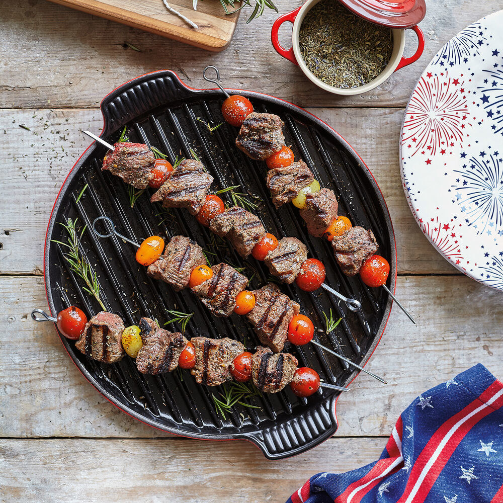 Le Creuset bistro grill with kabobs on it