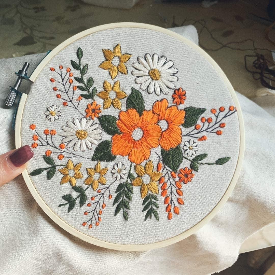 the embroidery hoop with floral design