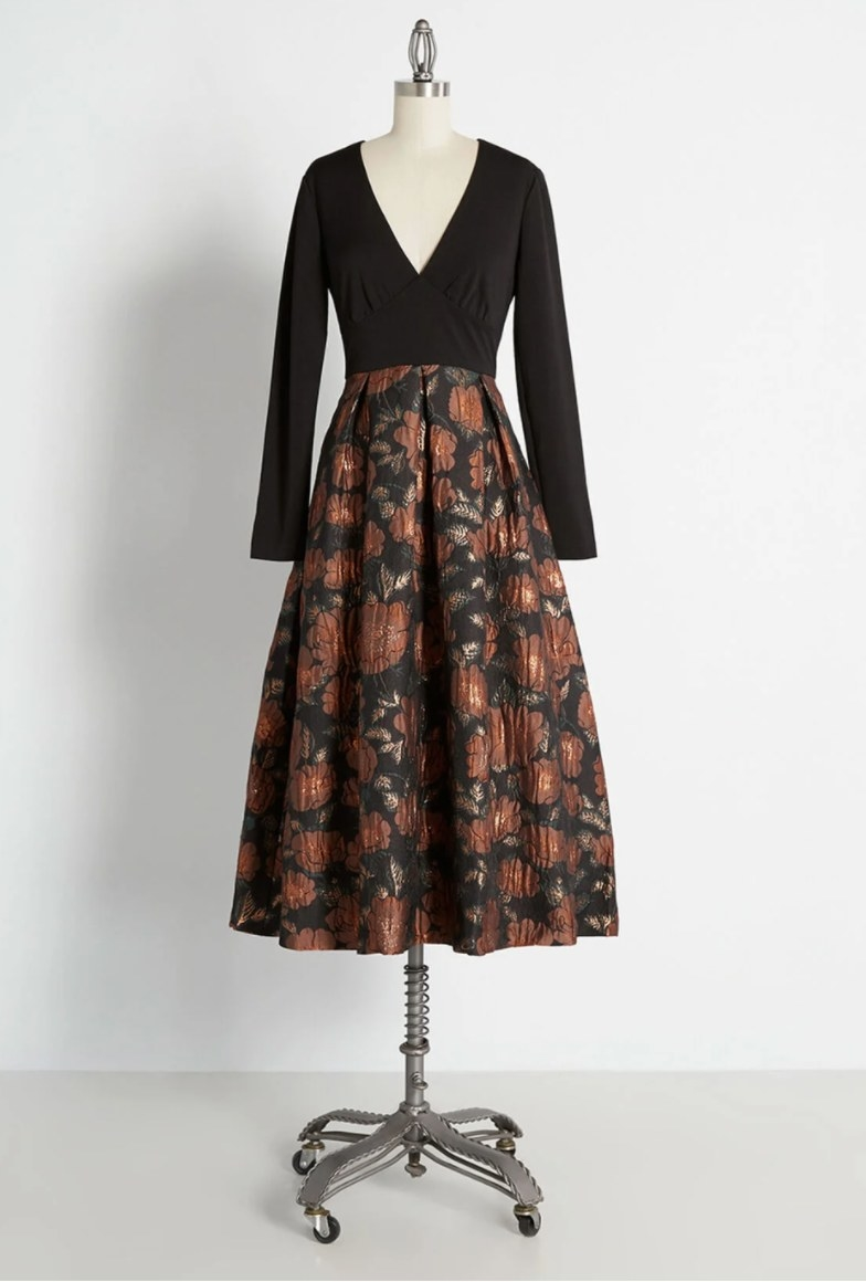 The dress in black floral