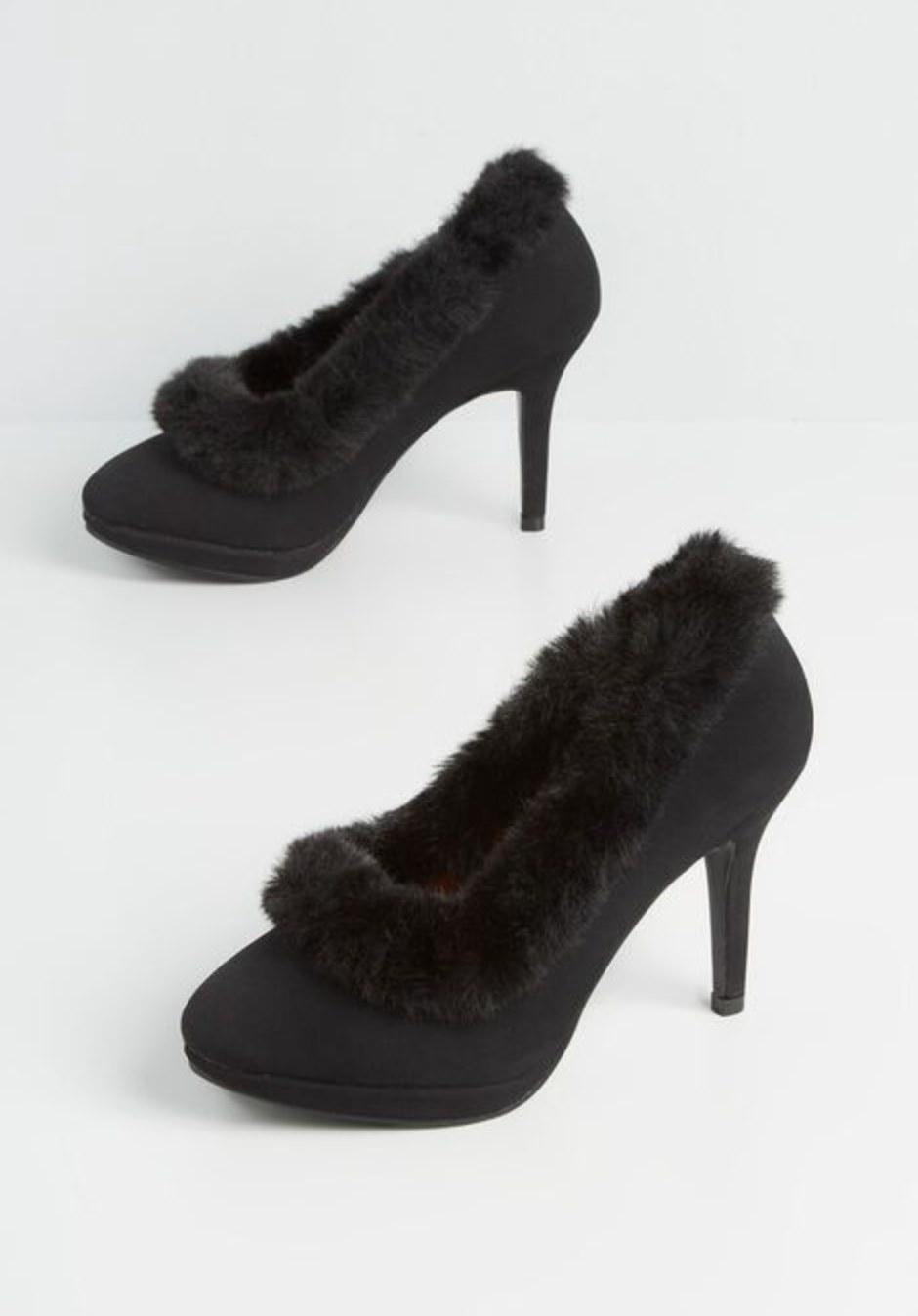 The heels in black