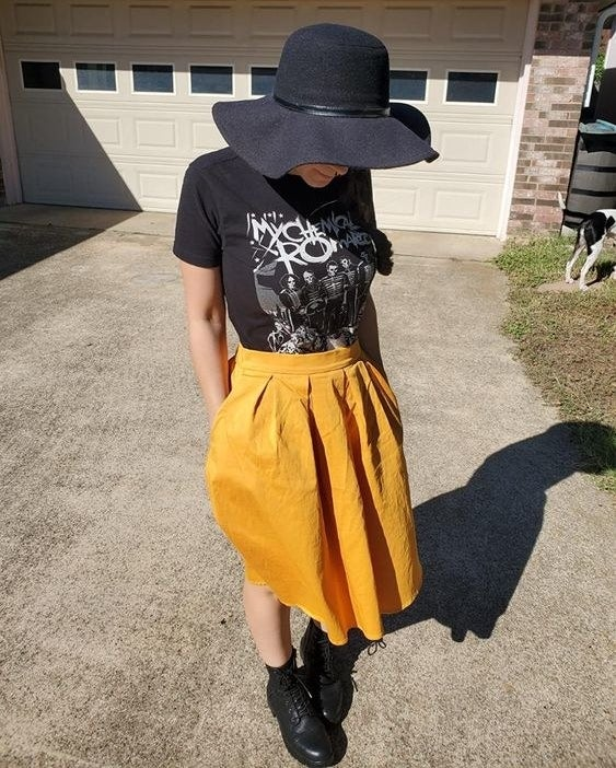 Reviewer wearing the skirt in yellow