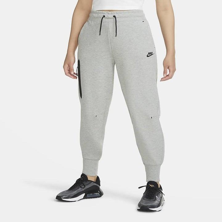 model wearing the gray sweatpants
