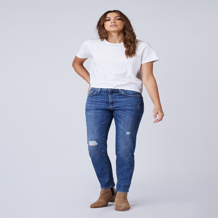 Front view of a model wearing the jeans in medium blue