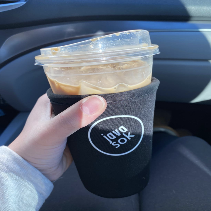 Reviewer using black version on iced drink