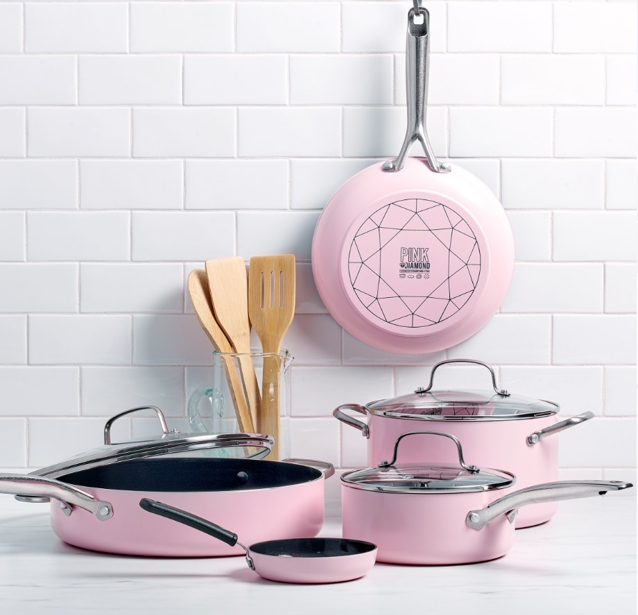 The cookware set in the color pink