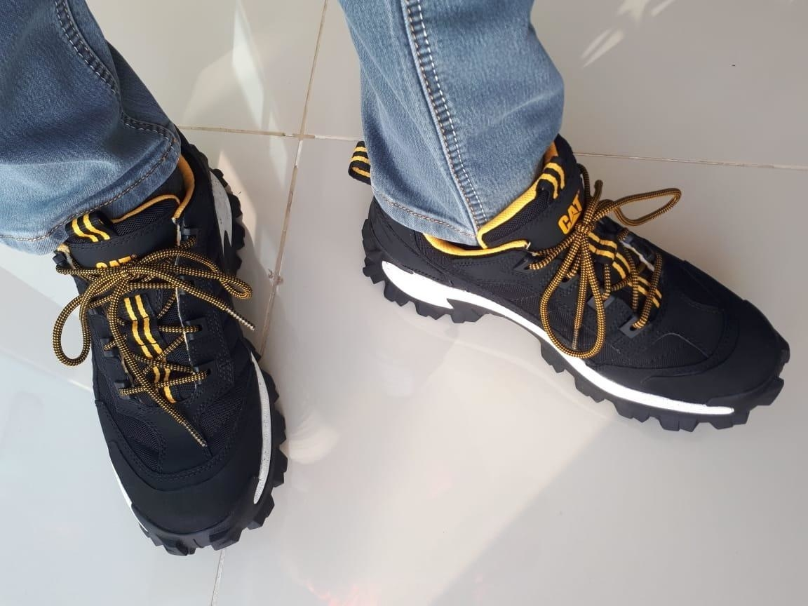 a reviewer in the sneakers in black with yellow accents
