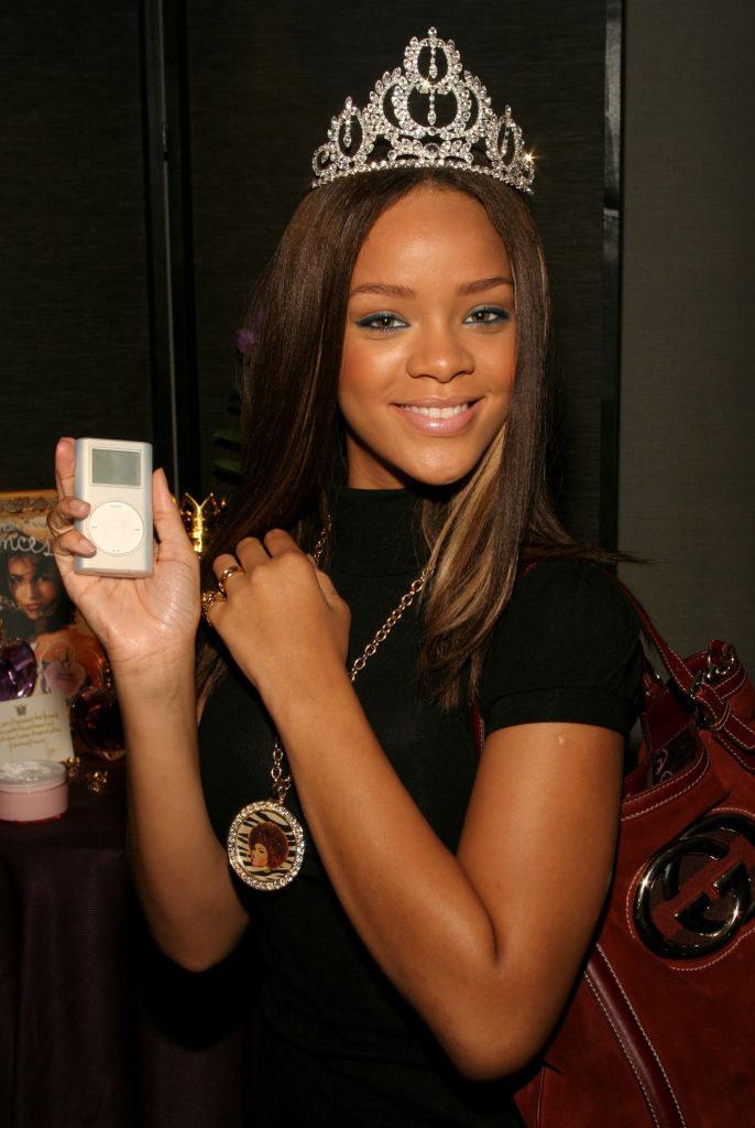 Rihanna with an ipod.