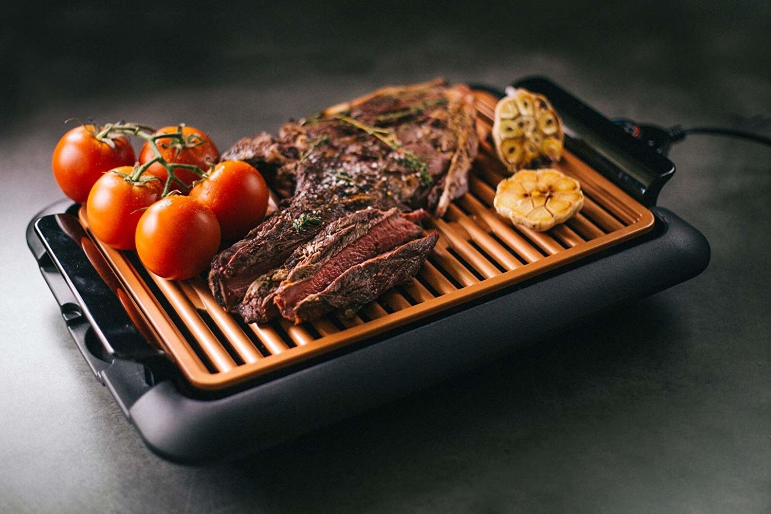 The small electric griddle cooking meat