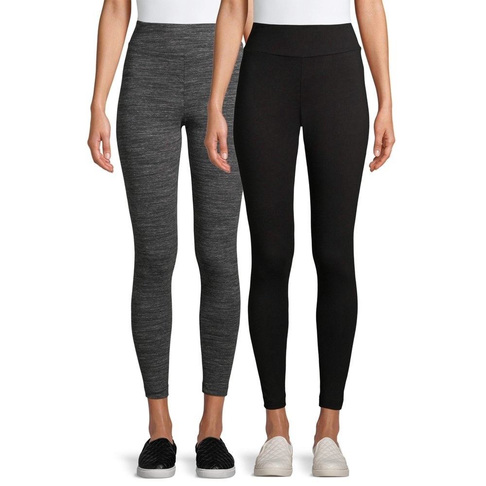 Two models are wearing a set of gray and black leggings.