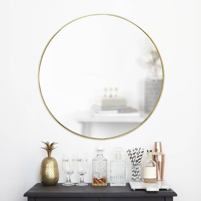 The round gold mirror
