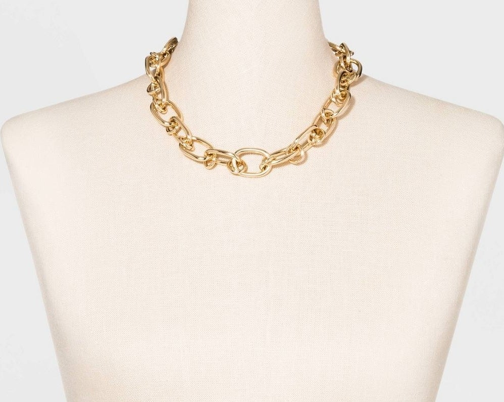 Oversized shiny gold chain necklace