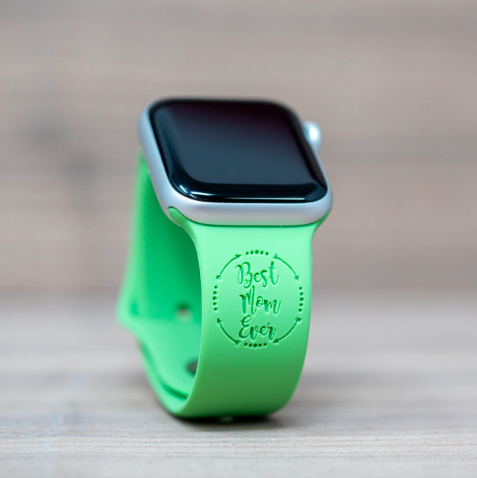 An Apple Watch band that says Best Mom Ever