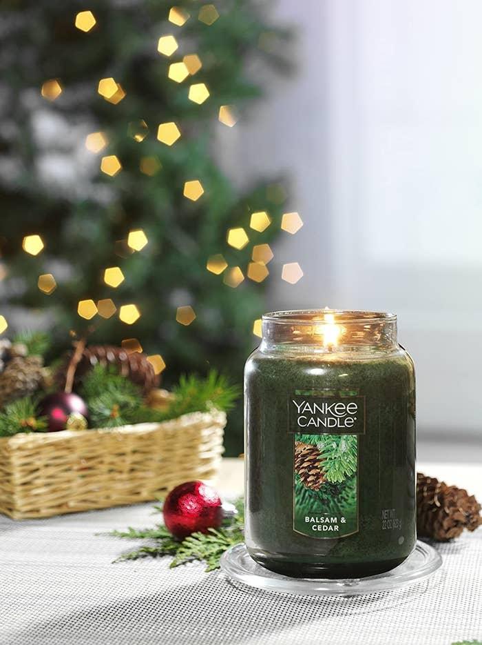 a balsam and cedar yankee candle