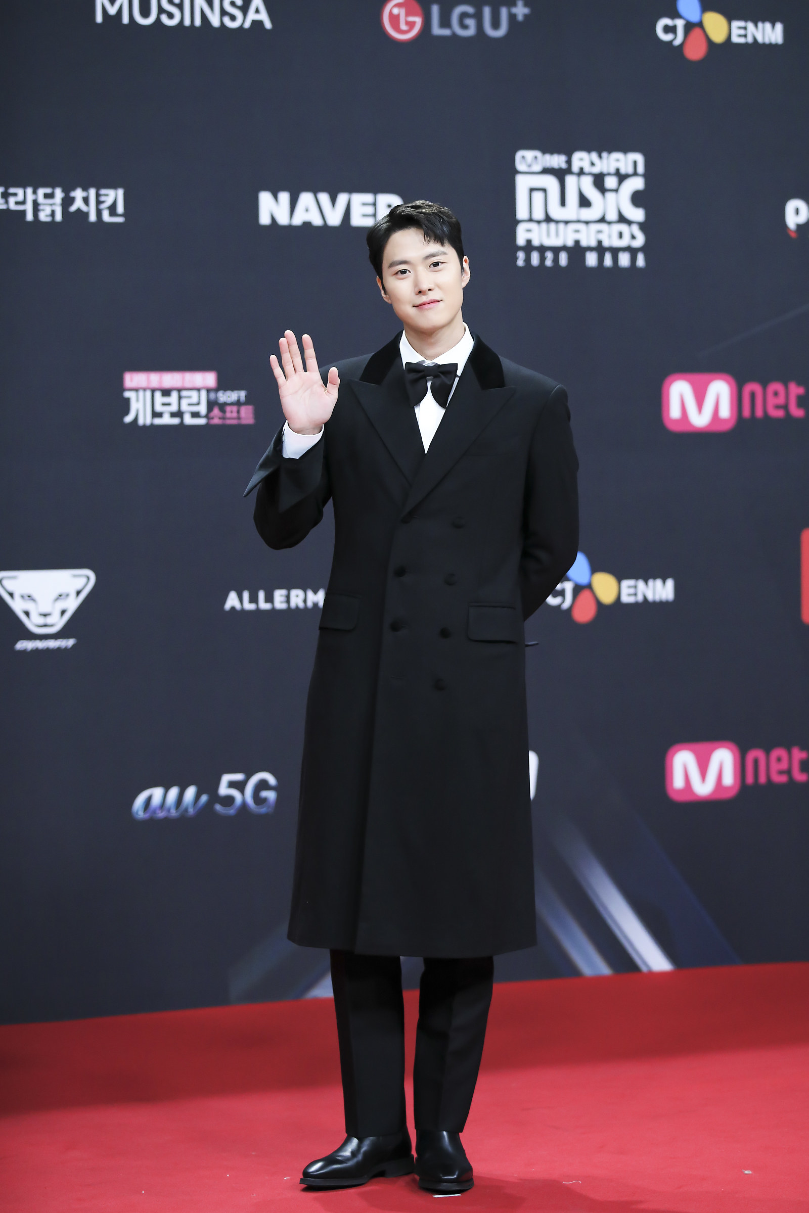 Gong Myung wears a long fitted coat and bowtie at the 2020 Mnet Asian Music Awards