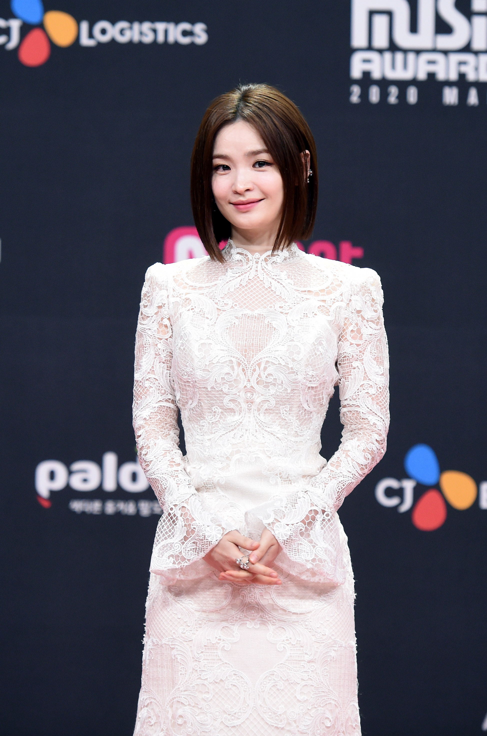 Jeon Mi Do wears a lace dress with bell sleeves at the 2020 Mnet Asian Music Awards