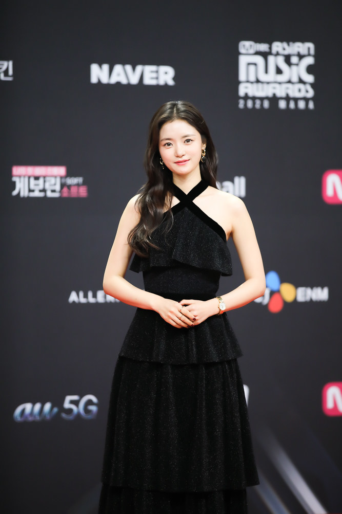 Ko Bo Gyeol wears a floor-length tiered dress  at the 2020 Mnet Asian Music Awards