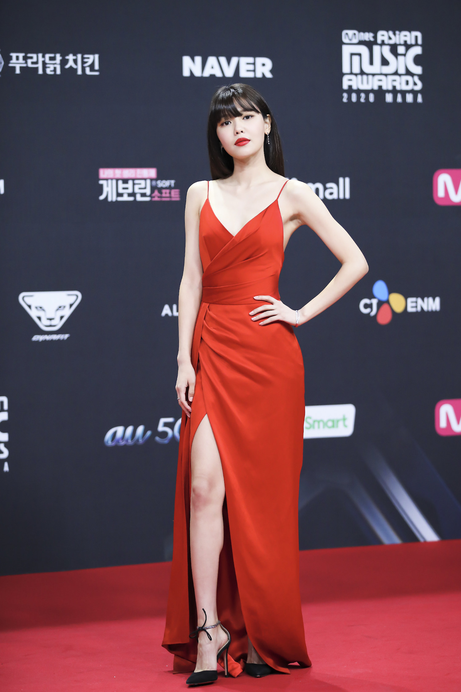 Sooyoung wears a floor-length gown at the 2020 Mnet Asian Music Awards