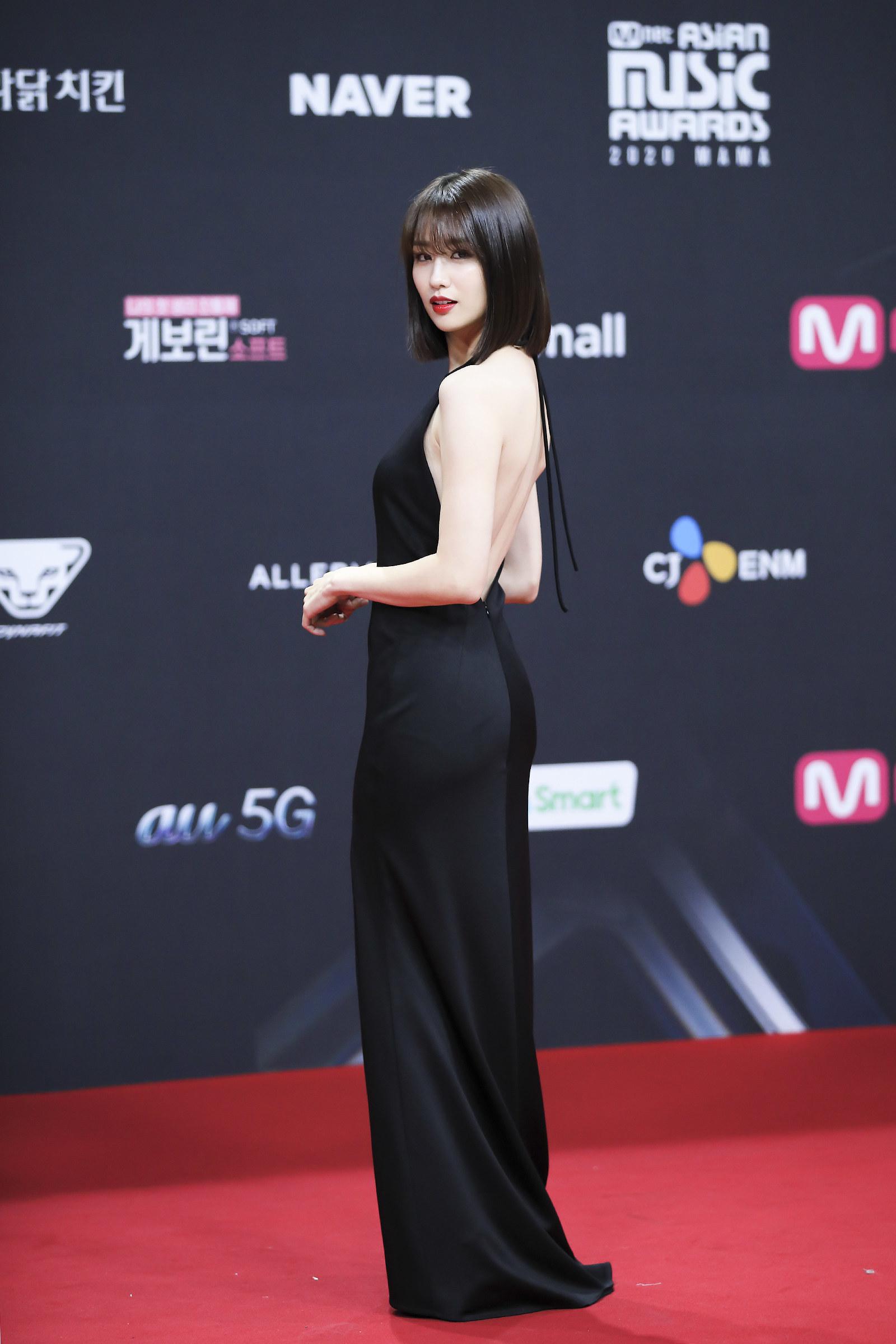 Park Ha Sun wears a black floor-length gown at the 2020 Mnet Asian Music Awards