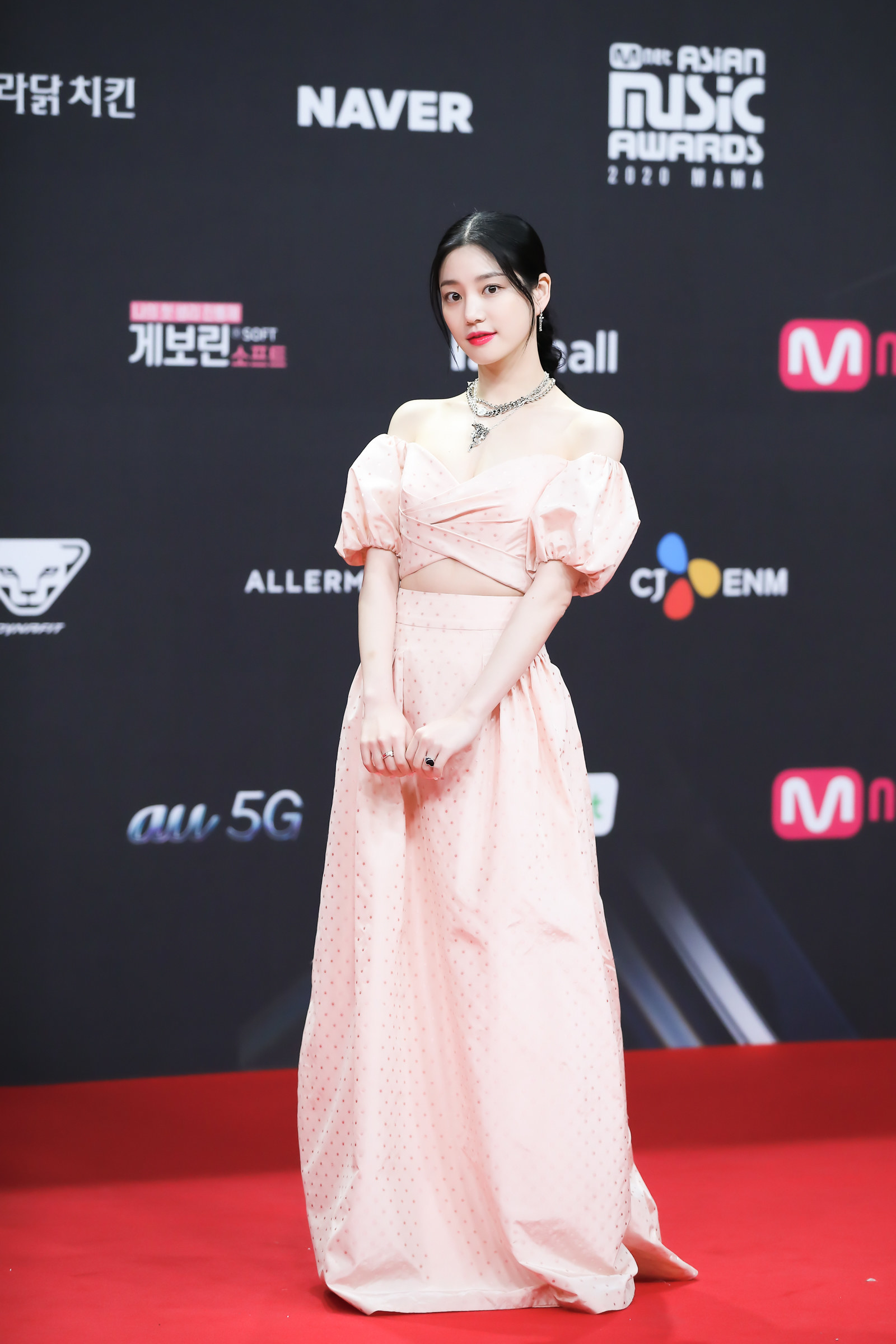 Lee Yu Bi wears an off the shoulder top and floor-length skirt  at the 2020 Mnet Asian Music Awards